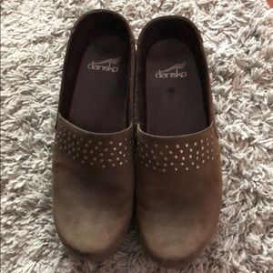 Like new Dansko clogs olive green 39